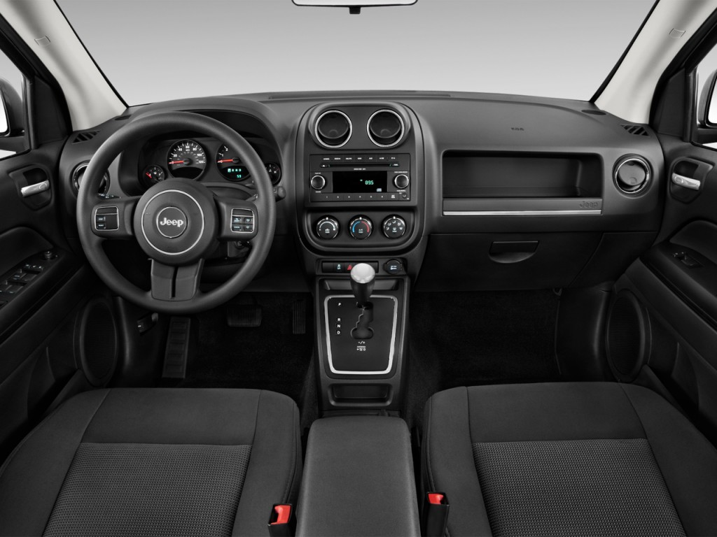 essai routier jeep compass 2014 de ville ou des champs auto au feminin. Black Bedroom Furniture Sets. Home Design Ideas