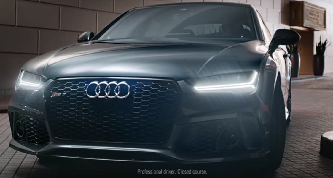 audi rs7 une voiture pour laquelle on se bat vid o auto au feminin. Black Bedroom Furniture Sets. Home Design Ideas